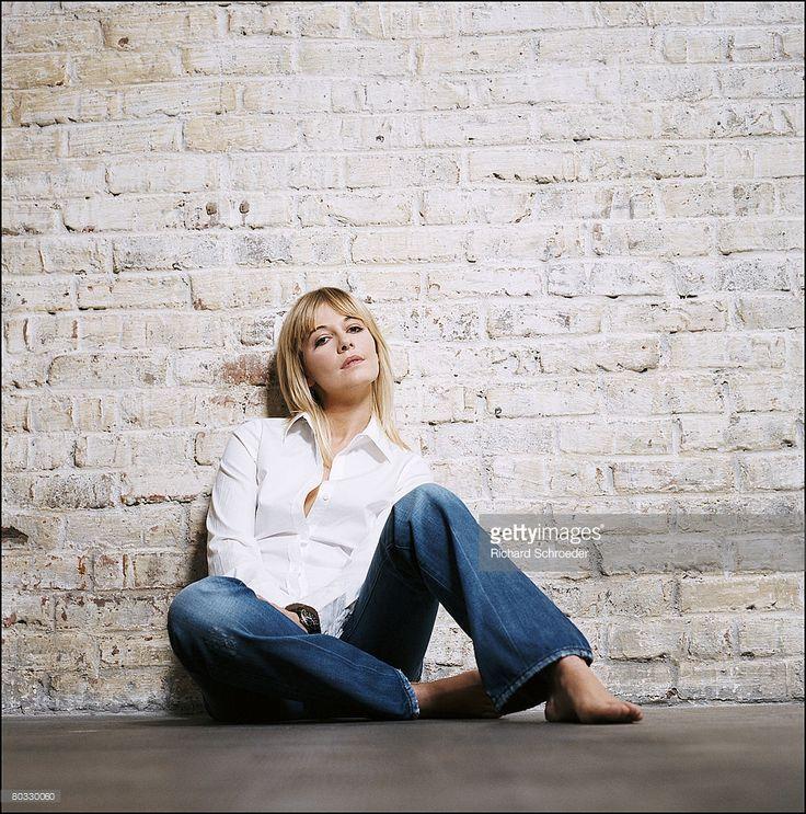 Photo d'actualité : Anchor Flavie Flament poses at a portrait session...