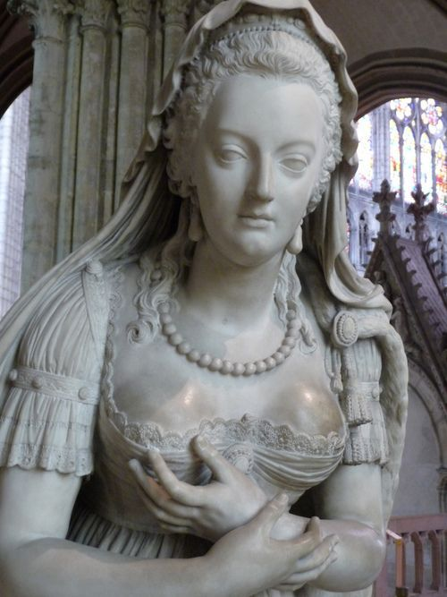 Closeup of the statue of Marie Antoinette at the Basilica of St. Denis.