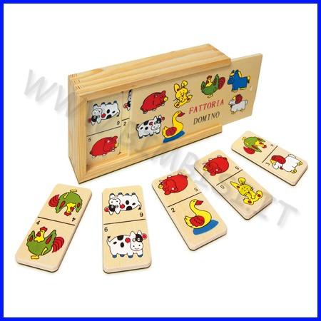MINI DOMINO DELLA FATTORIA    Particolarmente indicato per sviluppare nel bambino le capacità logiche, associative, discriminative e per accrescere il suo vocabolario insegnando in modo pratico e divertente ad associare un nome a immagini che rappresentano oggetti molto comuni.  La scatola in legno (cm 9.5 x 16 x 4.5h) contiene 28 tessere (cm 3.5 x 7) che raffigurano vari animali    Codice: 106.07774