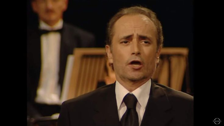 Accompanied by Vienna Symphony Orchestra, José Carreras sings Alfonsina y el mar, a beautiful song composed by the famousArgentine composer Ariel Ramírez.