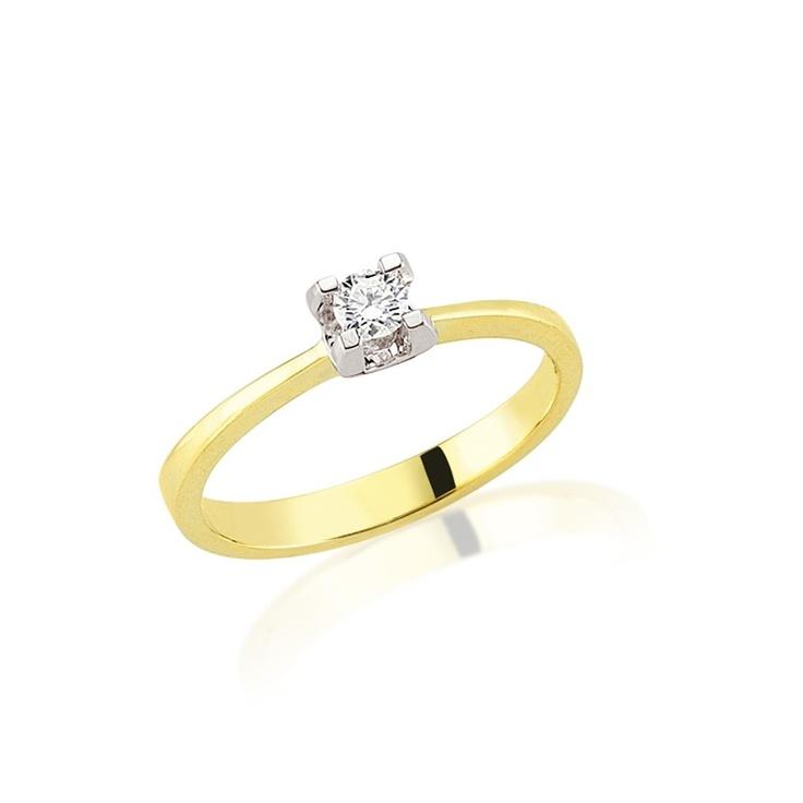 LRY182 este un inel de logodna special prin combinatia de aur galben si alb. Aurul alb din montura pune frumos in valoare diamantul de 0.18 carate. Mai multe detalii aici   http://www.bijuteriilarosa.ro/inel-logodna-lry182