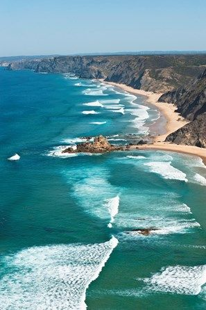 Portugal, Algarve, Sagres, View of Atlantic ocean with waves