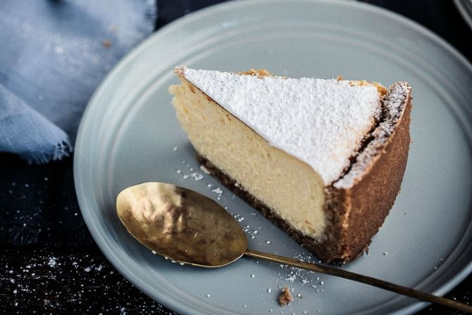 A traditional New York baked cheesecake, a favourite that doesn't need to be changed. Perfect for afternoon tea, dessert or as a birthday cake.
