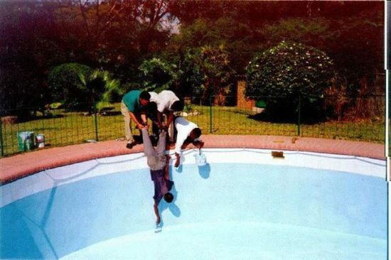 African funny pictures !! Human ingenuity?  Painting the swimming pool.