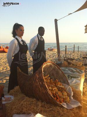 Romantico e suggestivo il buffet nuziale in riva al mare: fatti conquistare dai nostri consigli per il ricevimento >> http://www.lemienozze.it/operatori-matrimonio/catering_e_torte_nuziali/gda-catering/media/foto/21