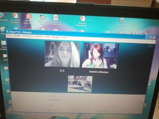 """Skype i Platforma Edukacyjna!  Część z nas pracowała """"analogowo"""", czyli kartka i długopis, a część z nas – a konkretnie dwie osoby siedziały w domu przed Skypem!  I korzystały z Sopockiej Platformy Edukacyjnej! Taki eksperyment e-lerningowy, który zaowocuje rozwojem takiego sposobu pracy w naszej szkole!"""