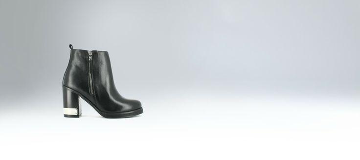 Boots bout rond à talon avec plaque métal