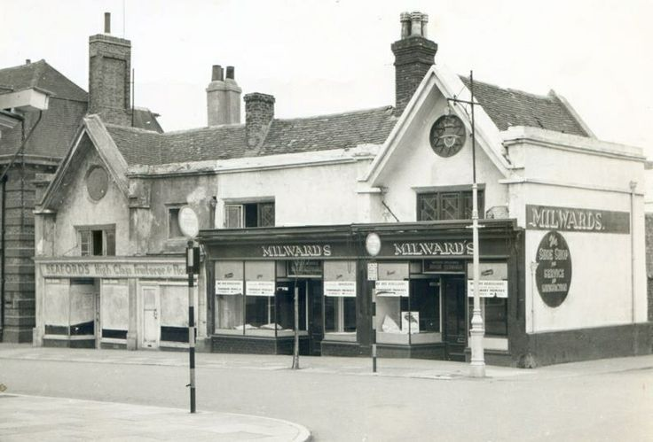 This is on the corner of Place Lane and Broad Street, Millwards Shoe Shop and Seaford High Class Fruiteree the large building down one, was the old Post Office this area was pulled down and re-developed in the late 50s and early 60s . ( Picture by courtesy of Seaford Museum )