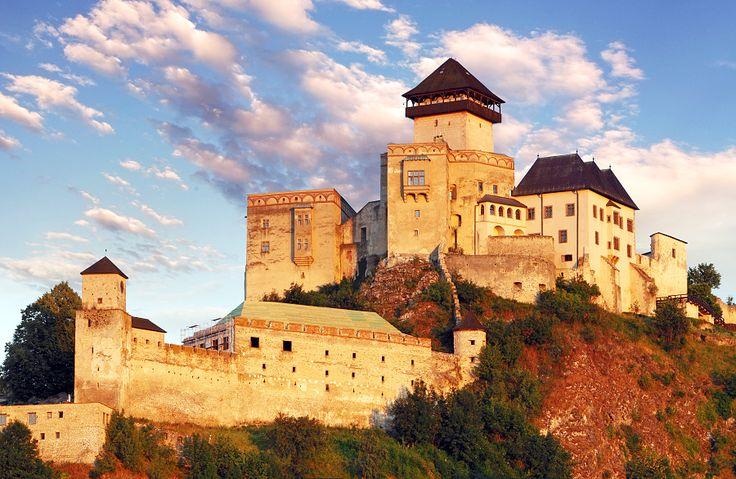 http://www.ubytujemsa.sk/images/atrakcie/trenciansky-hrad/33c22c1a880.jpg