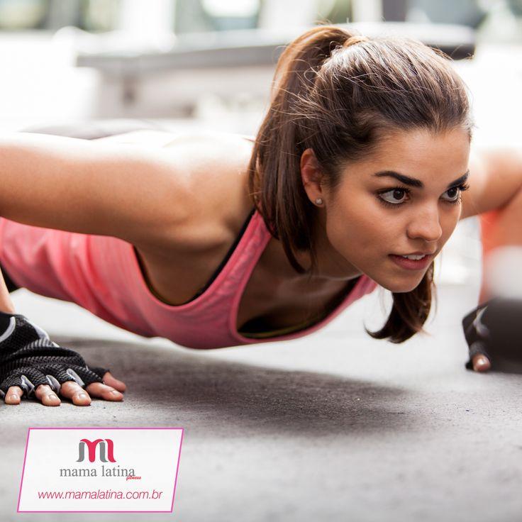 Dica da #MamaLatina: se você quer afinar a silhueta na hora do treino, prefira leggings de cores escuras e poucos detalhes para não evidenciar os quadris. Blusas mais leves e folgadas também vão deixar você mais confortável! #moda #dica #confortável #silhueta #fitness #treino
