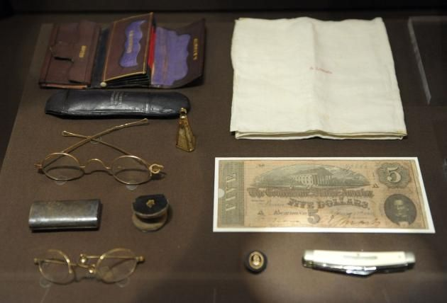 Items in Lincoln's pockets the night he was assassinated
