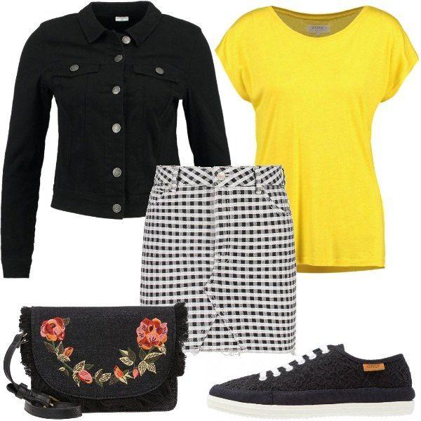 La mini gonna a quadretti vicky è abbinata alla T-shirt basic in cotone giallo e alla giacca nera di jeans modello avvitato e corto. Tracolla in tessuto ricamato. Sneakers basse in tela effetto pizzo.