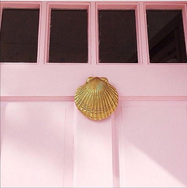 Seashell door knocker.