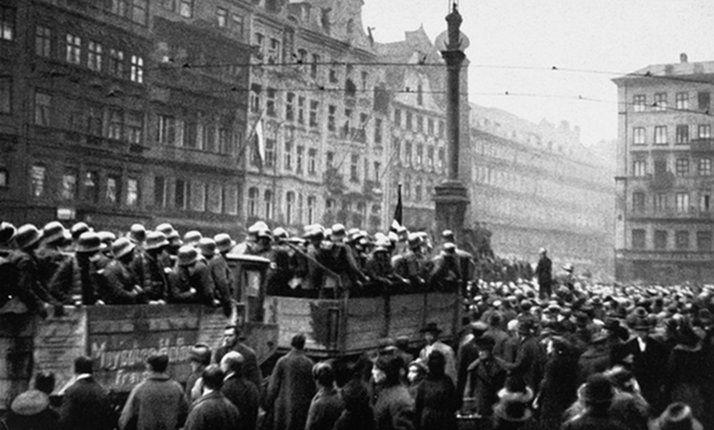 3.5c USHMM 07996Troops support Hitler arrive Munich during Beer Hall Putsch 9.11.1923.jpg