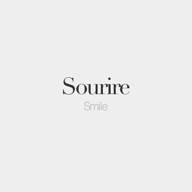 Sourire (masculine) | Smile | /su.ʁiʁ/ #frenchwords