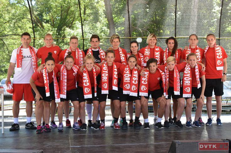 Gyereknapon színpadon a DVTK női bajnok labdarúgó csapata