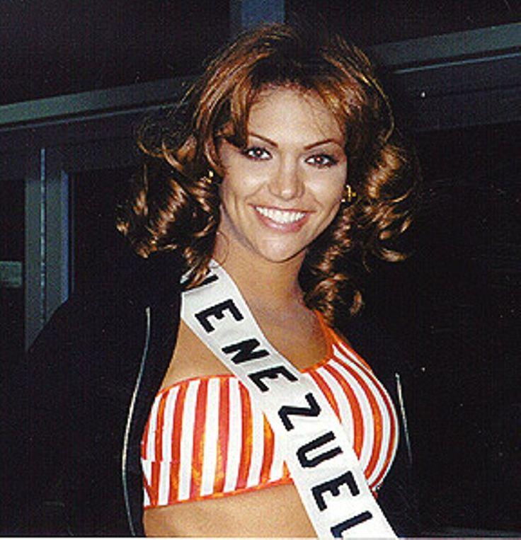 Veruzka Ramírez, Miss Venezuela 1997, en los Ensayos  para el Concurso de Miss Universe 1998, en Honolulu Hawaii..