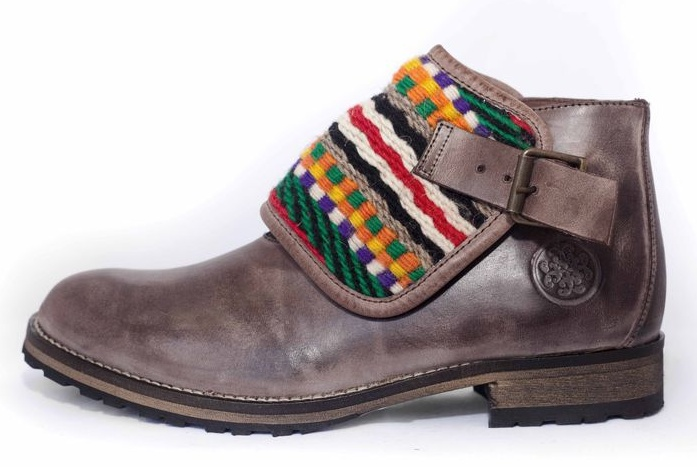 These boots are decorated with typical Portuguese wool blankets, handmade, and this collection reflects the tradition, history and uniqueness.    The shorter version of the boots has on and off wool patches, so you can choose and change them according to the day, dress or mood!