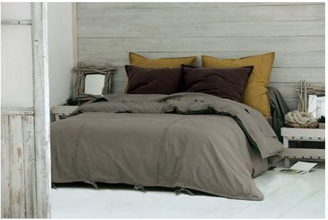 D co chambre ambiance cocoon mur gris linge chocolat taupe d co et zen for Mur chambre chocolat
