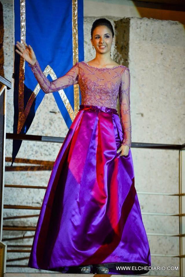 Vestido con cuerpo en transparencia y falda en raso morado diseñado y confeccionado por www.raqueldelascuevas.com #Elche #confeccion #costura #atelier Imagen©:www.elchediario.com