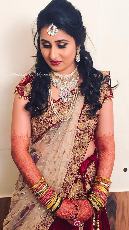 Rakshita looks ravishing for her reception. Makeup and hairstyle by Vejetha for Swank Studio. Red lips. South Indian bride. Eye makeup. Bridal jewelry. Bridal hair. Bridal lehenga. Indian Bridal Makeup. Indian Bride. Gold Jewellery. Statement Blouse. Tamil bride. Telugu bride. Kannada bride. Hindu bride. Malayalee bride. Find us at https://www.facebook.com/SwankStudioBangalore