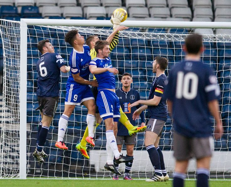 Queen's Park's Wullie Muir in action during the Ladbrokes League One game between Queen's Park and Peterhead