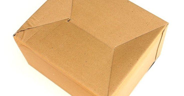Cómo Construir tus propios muebles con cartón. Los alimentos, productos de belleza, equipos informáticos, piezas de automóviles y muchos otros artículos tienen una cosa en común: por lo general se transportan en empaques de cartón. De hecho, según informa la organización del medio ambiente Earth911, desde el 2010 en Estados Unidos el cartón se emplea para envasar hasta un 90% de los productos ...