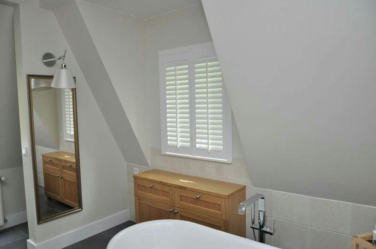 pokój kąpielowy, shutters w kolorze białym. Realizacja Gama Styl