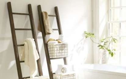 Idee salvaspazio per bagno piccolo - Scale con cestini