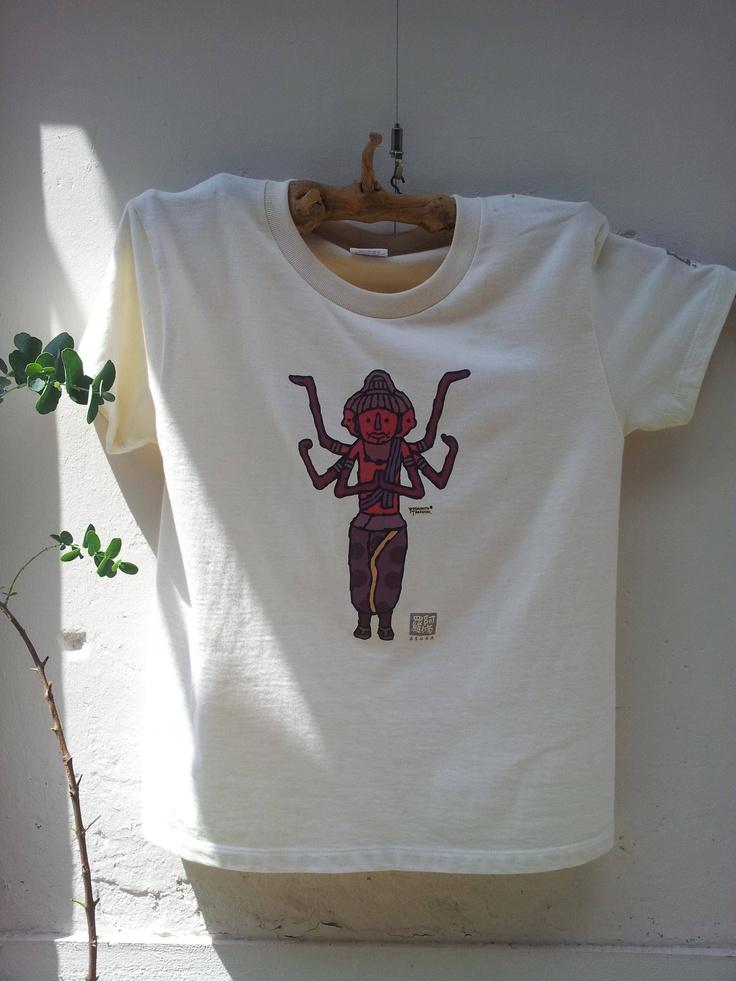 나라 마치에 있는 옷가게에 멋스럽게 걸려있던 아수라상 티셔츠.