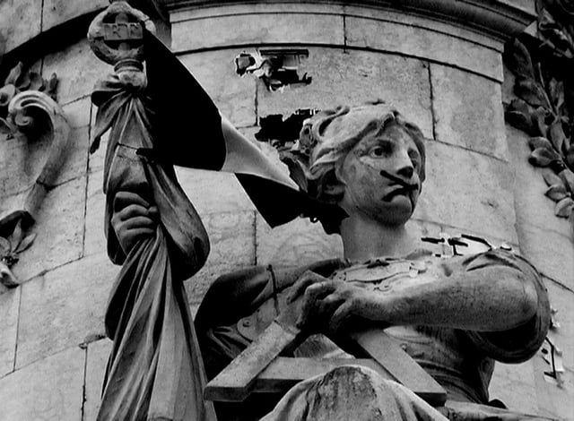 """Un film poème en 18 vagues, comme autant de scènes pour décrire Paris et ses paysages urbains traversés par un """"jeune mineur étranger isolé"""", les attentats, les roses blanches, l'état d'urgence, le bleu-blanc-rouge, l'océan atlantique et ses traversées, les volcans, la beat-box, la révolte, la colère, la violence d'Etat, un chant révolutionnaire, le silence, et la joie…, rien que la joie.    EN SALLES LE 12 AVRIL 2017    Production : Noir Production Distribution : Zeugma Films"""