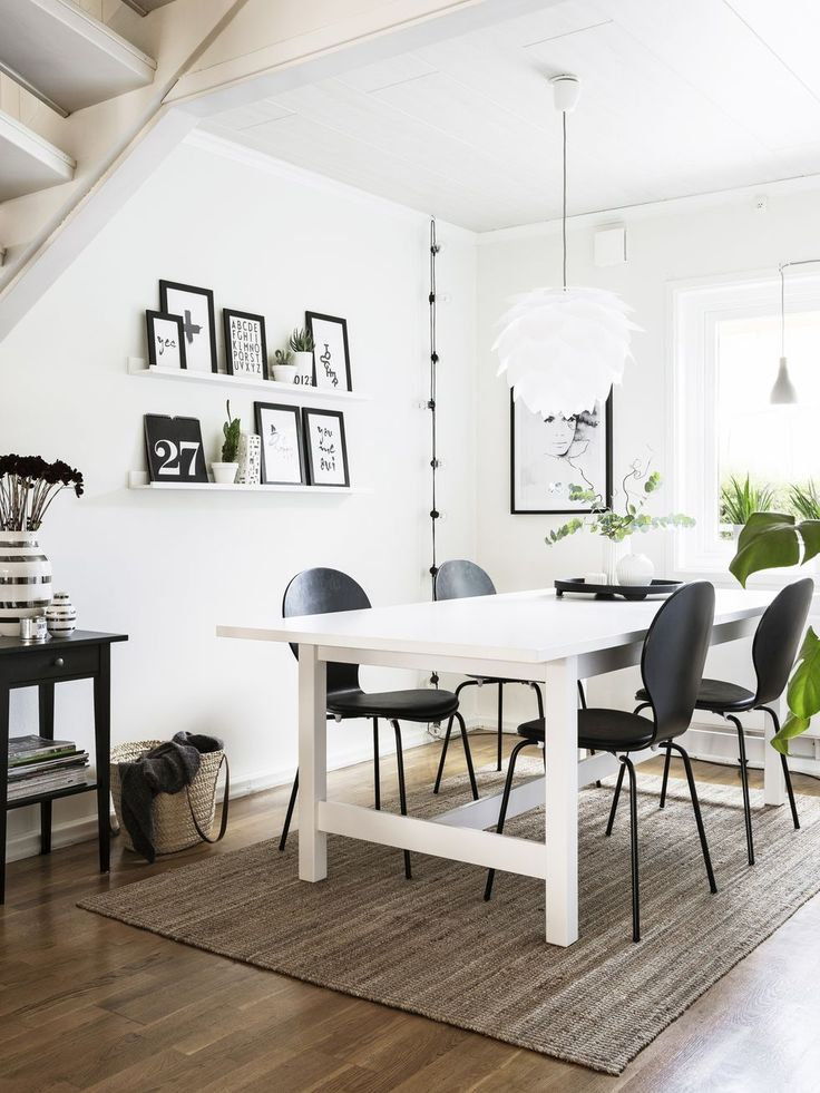 Så här snyggt blir det med svart och vitt mot vilsamt grå väggar – Hus & Hem