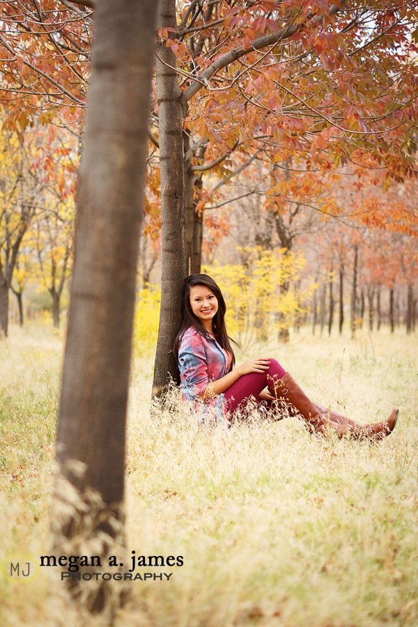 """Use the trees: Individual photos to make a """"family tree"""" wall art for a """"Custom Gift"""" from the kids, for the in-laws ♥"""