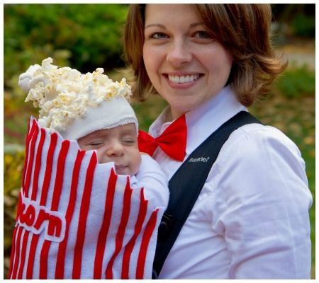 "Creative ""baby and me"" costumes for Halloween!"
