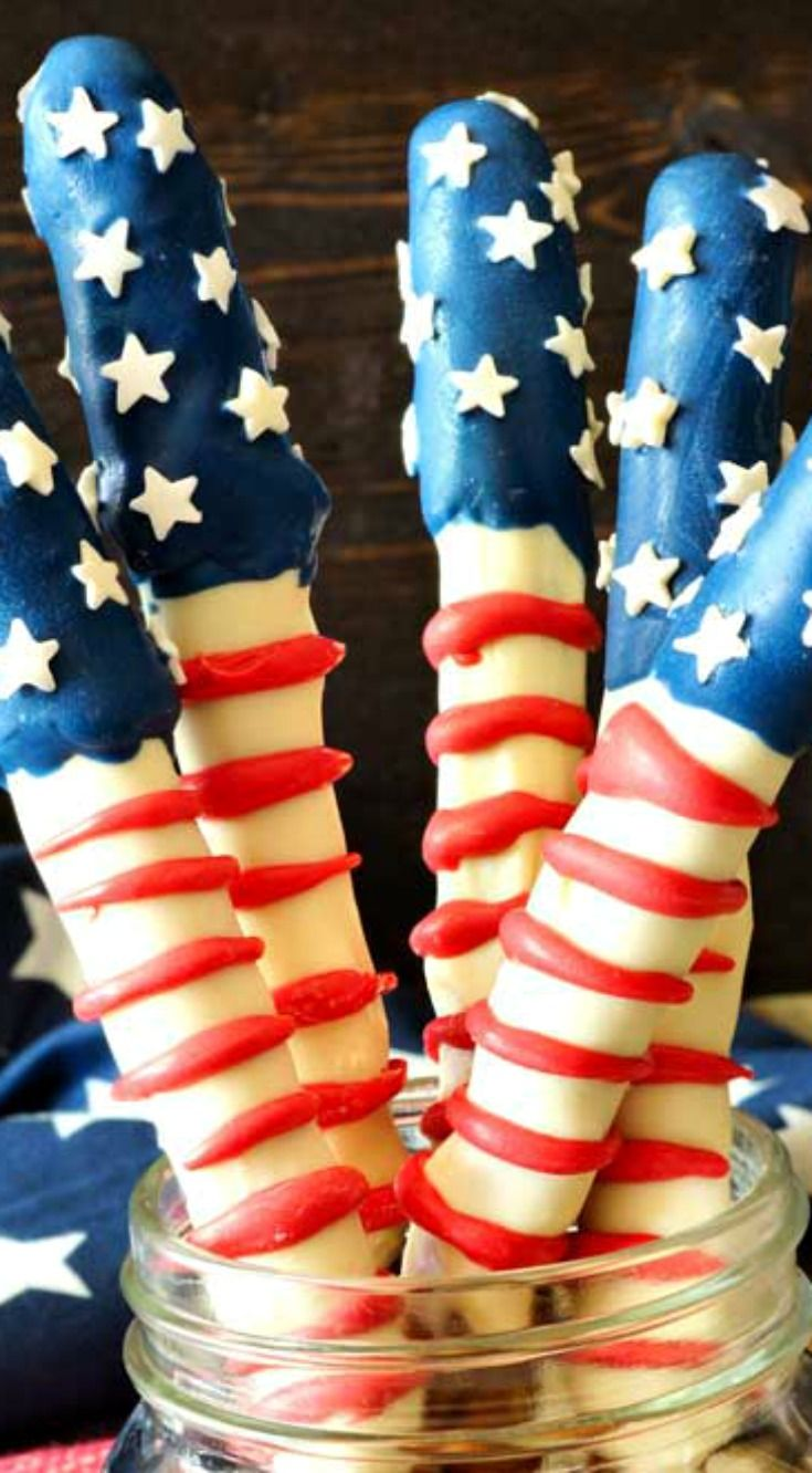 Patriotic Pretzel Rods ~ Easy and fun to make... Made with 3 colors of candy melts and sprinkles