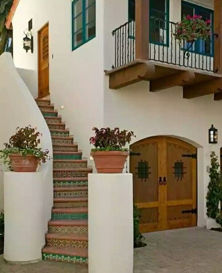 This entrance to a house located in an semi-urban environment embodies the idea of welcoming and safety with a staircase that is open directly to the pedestrian car shared street.