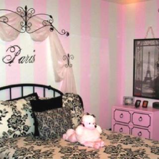 Funky Paris themed room