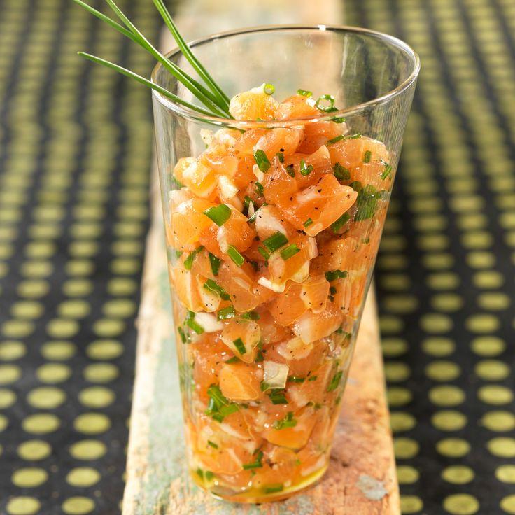 Découvrez la recette Tartare de saumon sur cuisineactuelle.fr.