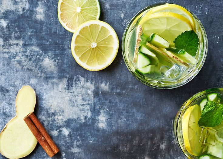 Vand med ingefær, agurk, lime, mynte og citron