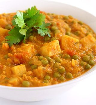 Lentils, peas and bite-size cubes of potato in a richly spiced tomato and coconut milk gravy.