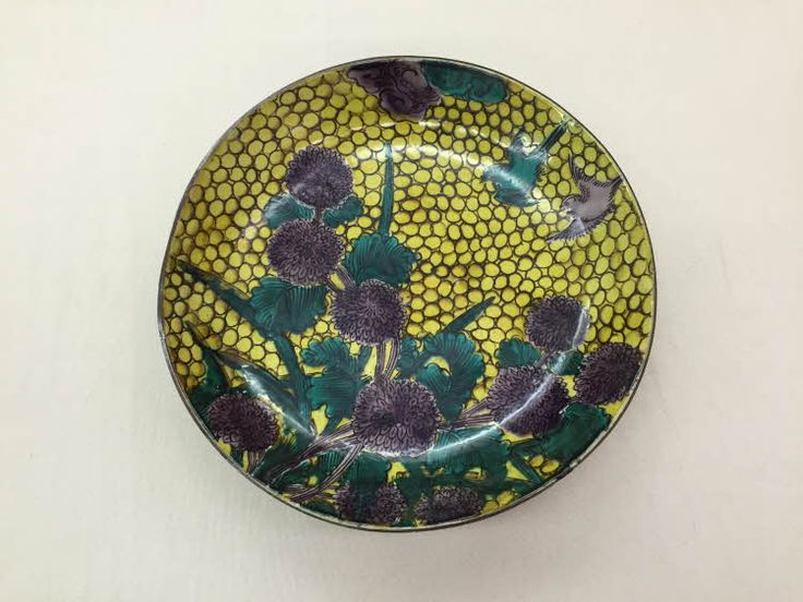 Kokutani aode style deep dish with design of birds and chrysanthemums. Made of porcelain with overglaze enamels.