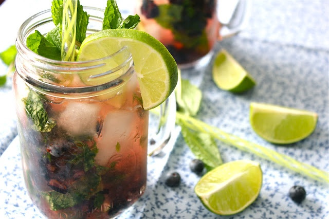 blueberry mojitos: Blueberry Mojitos Looks, Food, Valsocal, Recipes, Cocktail, Beverages, Blueberries, Drinks, Blueberry Mojito S