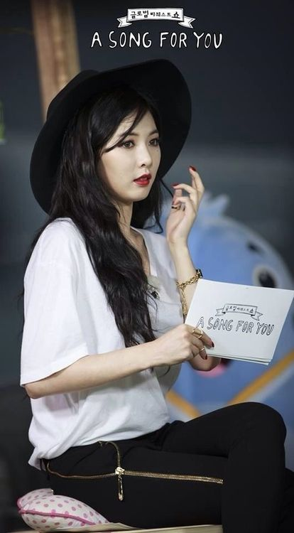 http://k-pop-kimhyunah-poland.blogspot.com/2014/08/photo-oficjalne-zdjecia-hyuny-w-song.html