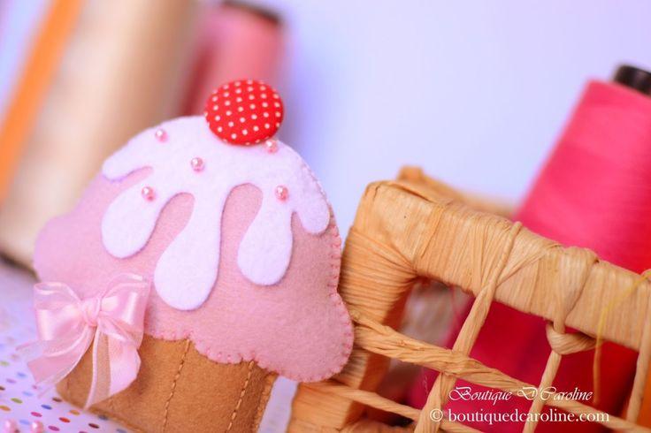 Un'altro Cartamodello, questo di Caroline di Atelierdcaroline, per fare un cupcake in feltro si aggiunge agli altri.  Non ci sono le spiegazioni, ma solo il cartamodello che po...
