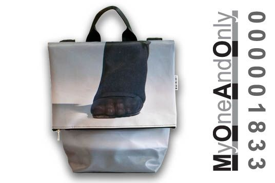 MyOneAndOnly CRETA 1833 All Day bag made from reused banners. Each bag is unique and has a number for it.