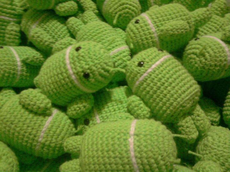 muñeco android tejido al crochet amigurumi