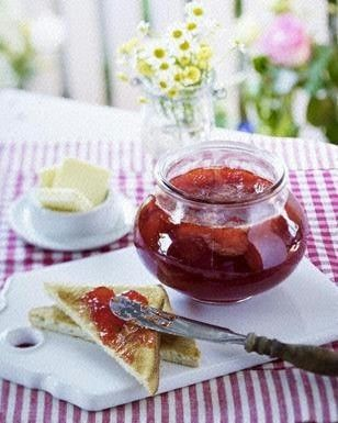Das Rezept für Erdbeer-Vanille-Konfitüre und weitere kostenlose Rezepte auf LECKER.de