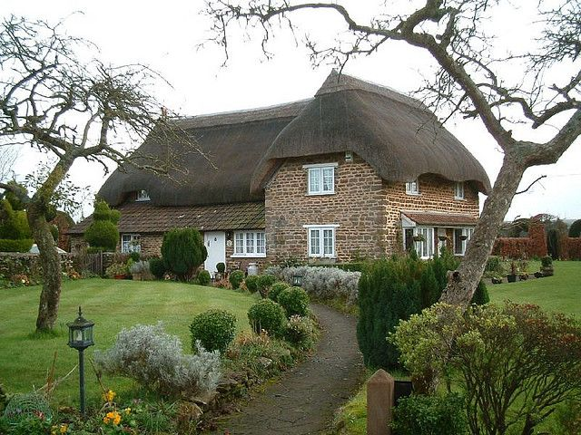 ♥ this thatched wonderland in the Cotswolds