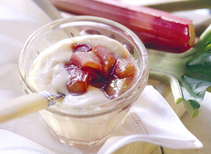 Vanillepudding mit Rhabarber - einfach selber kochen ohne Puddingpulver oder Fertigprodukte   Zeit: 45 Min.   http://eatsmarter.de/rezepte/vanillepudding-mit-rhabarber