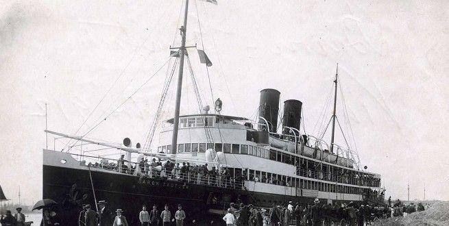 """13: August 1913 - Passagierdampfer """"Baron Gautsch"""" des Österreichischen Lloyd war auf eine Seemine gelaufen und gesunken"""